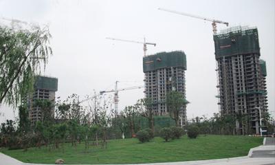 建设中的泗洪富园广场